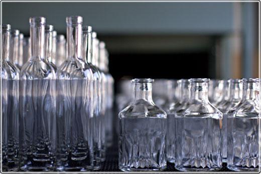 """Гендиректор завода """"Экран"""" призывает муниципалитет наладить систему сбора стеклотары"""